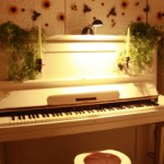 Klavierunterricht auf einem stilechten Upright Klavier